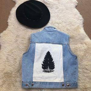 Bill Blass jean vest with tree patch 🦋